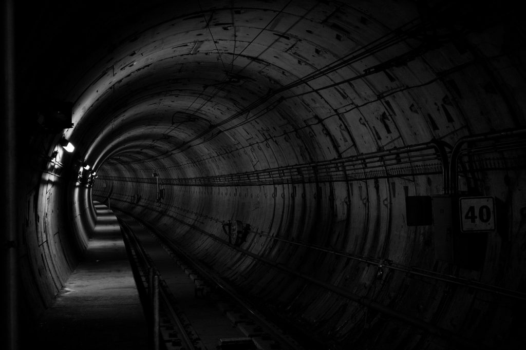 tunnel-690513_1280